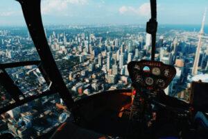 Helikoptertur over storbyen