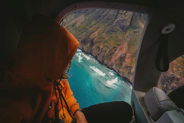 Udsigt til en ø fra en helikopter